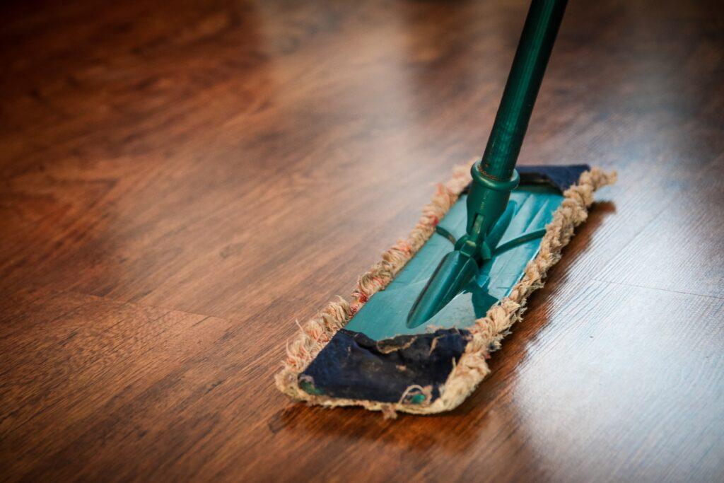 limpiar un suelo de vinilo